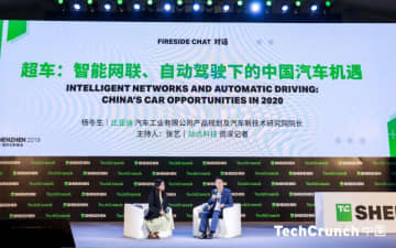 Yang Dongsheng, general manager of BYD Auto Product Planning & New Technology Research Institute, with TechNode senior reporter Zhang Yi at TechCrunch Shenzhen. (Image credit: TechCrunch)