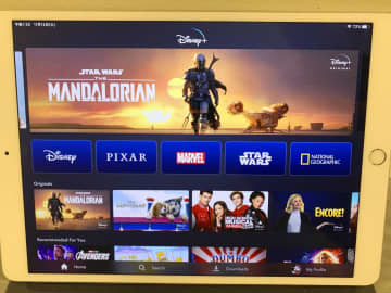 米ウォルト・ディズニーが始めた定額の動画配信サービス「ディズニー+(プラス)」=12日、ニューヨーク(共同)