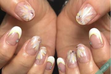 大胆に艶やかに♡爪先に大輪の花をアートするネイルデザイン特集