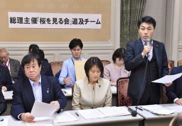 野党が国会内で開いた「桜を見る会」を巡る追及チームの会合に臨む国民民主党の原口一博国対委員長(左端)ら=13日午後