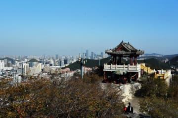 初冬の千仏山 山東省済南市