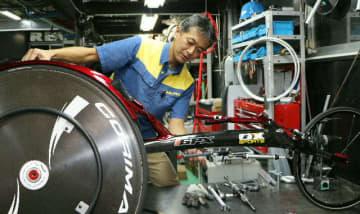 「選手は勝てるレーサーにしか乗らない。信頼に応えられるものづくりをしていきたい」と語る小沢徹=千葉市のオーエックスエンジニアリング