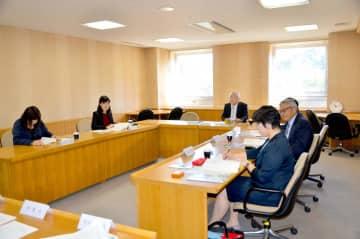 県総合科学博物館の運営について意見を交わした協議会=13日午前、新居浜市大生院