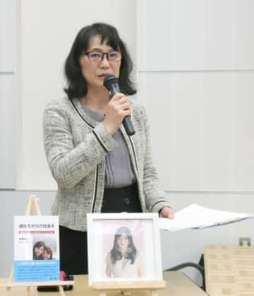 娘が過労自殺した経緯を語る高橋幸美さん=13日、新潟市中央区