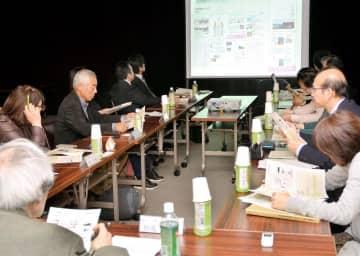2020年度も棚田カードを作成することを決めた県中山間ふるさと保全対策推進委員会=13日午後、松山市