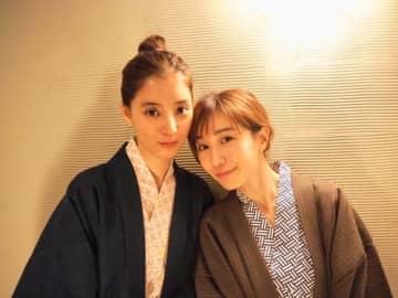 新木優子、田中みな実との温泉浴衣2ショット公開!