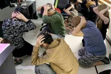 フィリピン入国管理局に拘束された日本人の男ら=13日、マニラ(同入管提供・共同)