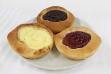 粒あんぱん(上)、クリームパン(左)、苺ジャムパン(右)