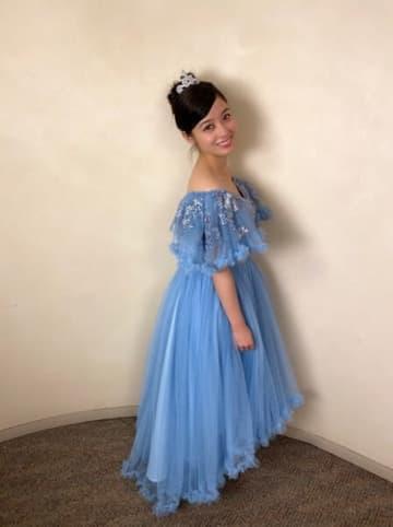 橋本環奈、美しすぎるシンデレラ風のドレス姿に両極端の評価