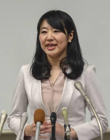 大津市長選に立候補せず退任する意向を表明する越直美市長=14日午後