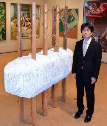 「自分を磨き、経験を生徒に伝えたい」と話す岩元貴行さん=鹿児島市の黎明館