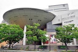 大栄環境が商業棟を取得した神戸ファッションプラザ=神戸市東灘区向洋町中2