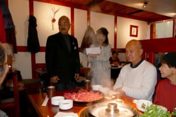 招待客に挨拶する八木社長(左)と望月JASSI理事長