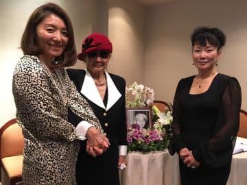 左から中曜子元JASSI理事長、青木寿子夫人、望月良子現JASSI理事長