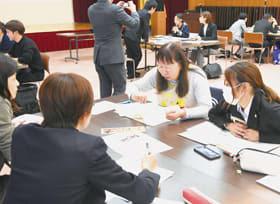 スタートカリキュラムについて意見を交わす参加者