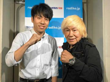 『アニソン界の超人』串田アキラさん(写真右)と、ラジオ関西の春名優輝アナウンサー(写真:ラジオ関西)