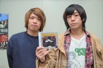 ニューアルバムをリリースしたtetoの小池(右)と福田