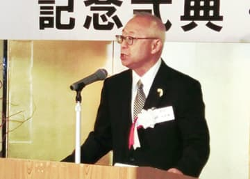 挨拶に立つ相原会長(提供写真)