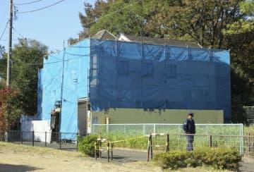 取り壊しについて協議されている、世田谷一家殺害事件のあった住宅=15日午前、東京都世田谷区