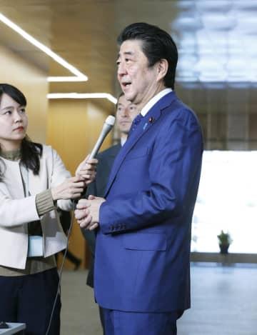 取材に応じる安倍首相=15日午後、首相官邸
