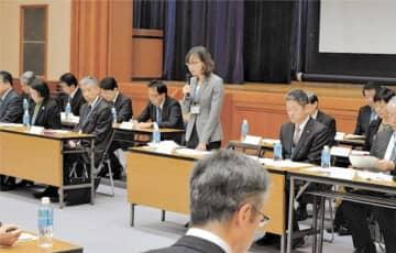 学校防災の取り組み強化の考えを示す伊東教育長