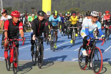 県内外の自転車愛好家が秋の県南を巡った「ツール・ド・南みやざき」