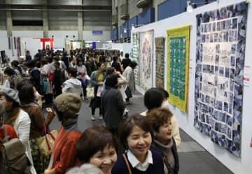 岡山県内外の人気キルト作家の作品が並び、手芸愛好家らでにぎわった