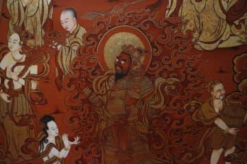 タンカ職人が指先の技の伝承 甘粛省甘南チベット族自治州