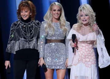 Dolly Parton, Reba McEntire & Carrie Underwood Host 2019 CMAs