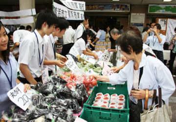 震災の縁 台風で再び 神奈川と東北の商業高生が連携 16日、横浜駅前で催し