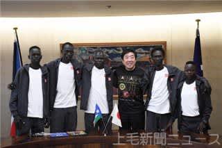 東京五輪まで前橋市内でトレーニングを積む南スーダン選手団ら