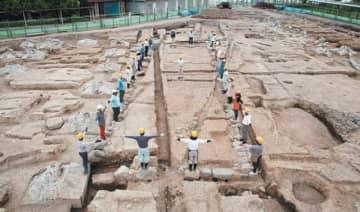 2013年、杵築城跡の藩主御殿地区で発掘された遺構。現在は埋め戻されている=杵築市教委提供