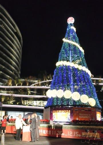 PRツリーの点灯式=熊本市中央区の花畑広場