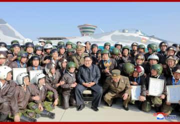 金正恩氏「空軍戦闘飛行術競技大会2019」を観覧