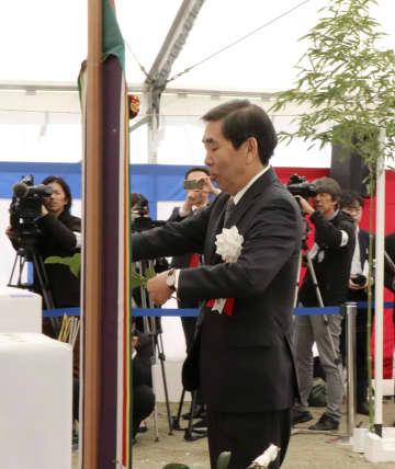 起工式に出席したスペースワンの太田信一郎社長=11月16日、和歌山県串本町