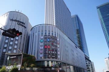 「ヨドバシ梅田」に隣接する「リンクス梅田」。9〜35階は「ホテル阪急レスパイア大阪」(11月27日開業予定)