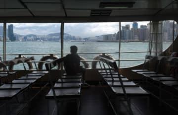 暴力の渦が香港経済に打撃 19年はマイナス成長の見通し