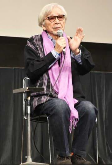 「男はつらいよ」最新作の裏話などを語った山田洋次監督=16日午後、日向市文化交流センター