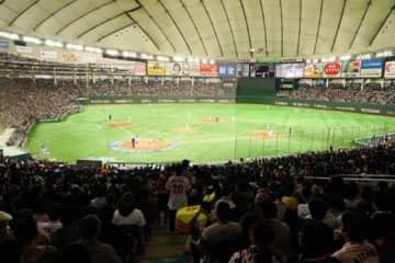 日本-韓国が行われている東京ドームはほぼ満員に【写真:荒川祐史】