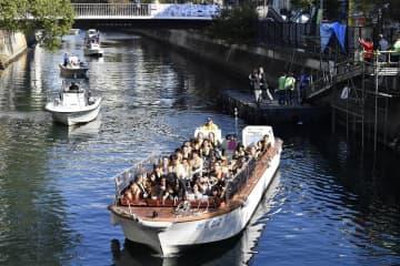 石川町の仮設桟橋から観光船が運航された「よこはま運河チャレンジ」=横浜市中区