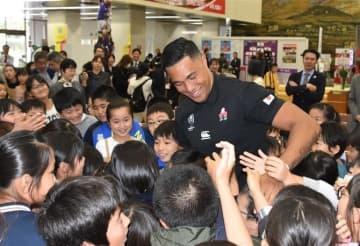 ラグビーW杯日本代表に感謝 県ゆかりの4選手を表彰