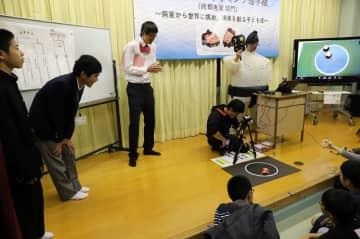 ロボット相撲で競ったプログラミング選手権の九州地区予選=大村特別支援学校