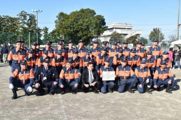 大久保市長(前列左から4人目)から感謝状を受け取った市消防団第13分団