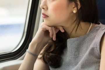 子供だけじゃなかった! 電車に乗ったときに風景が見たい人多数の事実 電車の中で子供が、風景を楽しんでいる姿をよく見る。しかし大人もひっそりと、景色を楽しんでいるようだ。