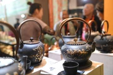 武夷山で茶業博覧会開幕 人気を集める日本式茶器 福建省