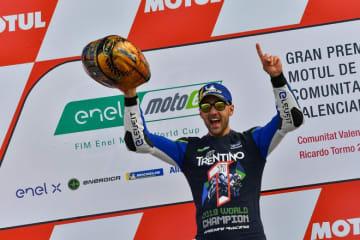 MotoE最終戦バレンシアGP:22歳イタリア人ライダーのフェラーリが初代チャンピオンの栄冠に輝く