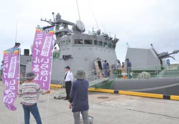 一般公開された海上自衛隊佐世保地方隊第3ミサイル艇隊の「しらたか」=17日、宮古島市・平良港