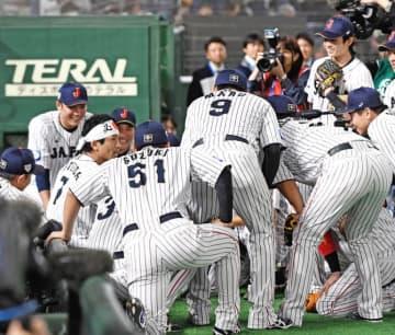 侍ジャパン松田宣、決勝出場なしも「日の丸」鉢巻きでチーム鼓舞