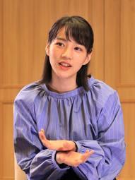 「神戸新聞まつりinひめじ」でファンらと触れ合った後、インタビューに答えるのんさん=姫路市駅前町(撮影・小林良多)
