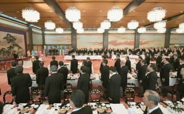 天皇、皇后両陛下や皇族方が出席された大饗の儀=18日午後、宮殿・豊明殿(代表撮影)